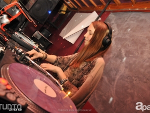 03-28-14-apart-artists-party-1-studio-200-85