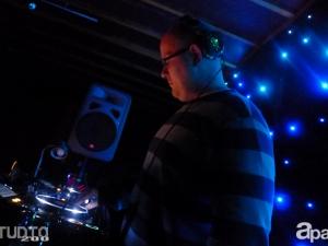 10-24-13-derek-specs-studio-200-03