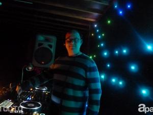 10-24-13-derek-specs-studio-200-04